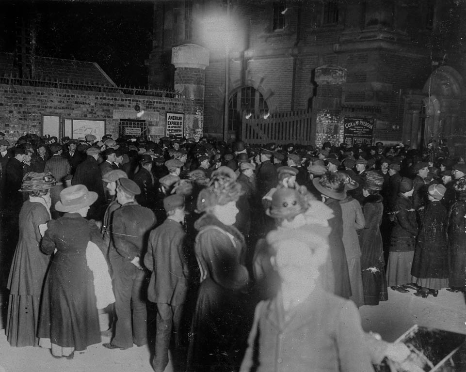 Crowds waiting for news outside White Star's Southampton offices late into the night