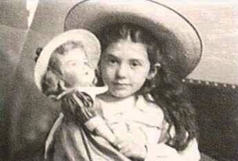 Black & white picture of Eva Hart as a little girl holding a dolly