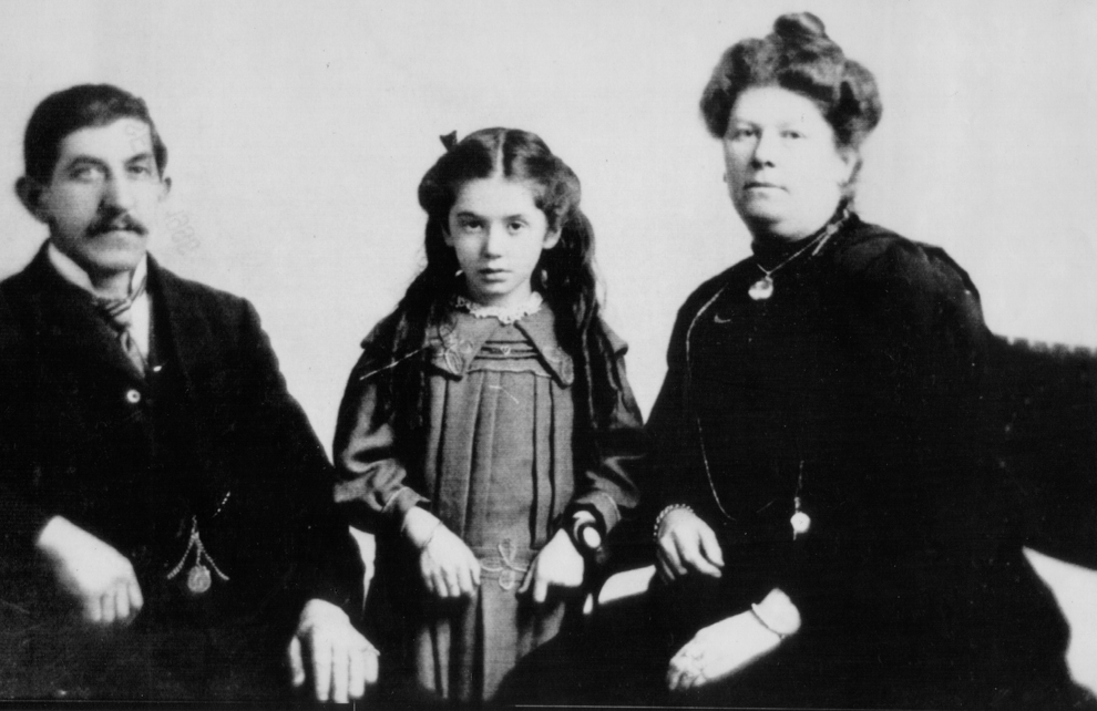 Black & white picture of Eva Hart aged 7 with her father Benjamin and mother Esther