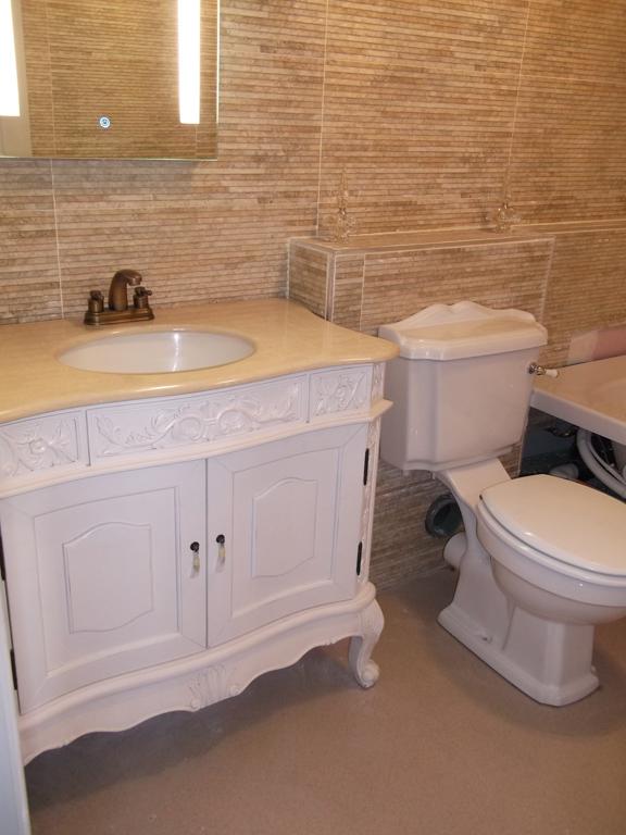 Bathroom in the Wallace Hartley suite.